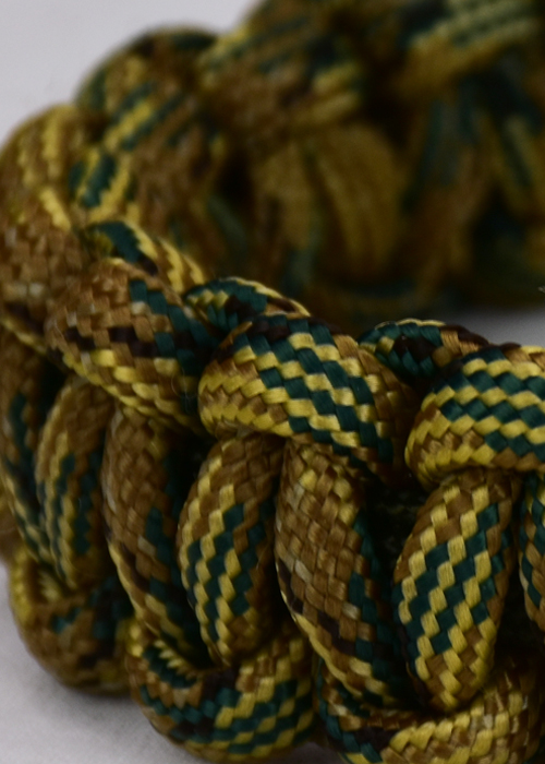 paracord bracelet, picture of a marine camo paracord bracelet unity band with red button, close up picture of a marine camoflague paracord bracelet