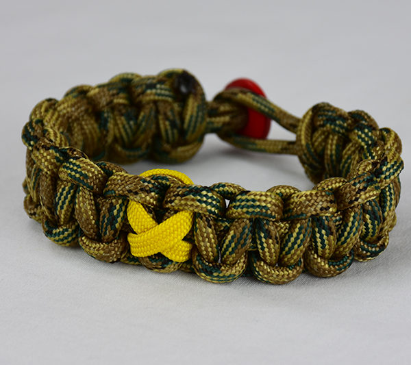multicam camouflage military support paracord bracelet unity band with red button back, picture of a multicam camouflage military support paracord bracelet with red button fastener in the back on a white background
